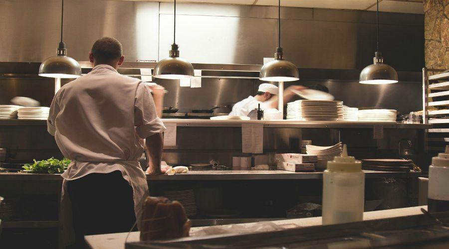 Come si pulisce la cucina di un ristorante? Le regole di igiene e comportamento